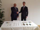 سفير مصر لدى سويسرا يتسلم 26 قطعة أثرية من السلطات السويسرية