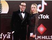 """أحمد فهمى يرد على منتقد فستان هنا الزاهد بمهرجان القاهرة: """"متعرفش تشتريه"""""""