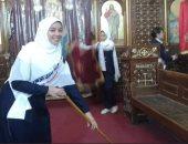 إيد واحدة.. فتيات مسلمات يشاركن فى تنظيف وتجميل كنيسة بالمنيا