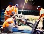 شاهد لحظة إزالة تمثال كريستوفر كولومبوس من لوس أنجلوس الأمريكية