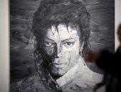 صور.. مايكل جاكسون على جدران باريس ..اعرف السبب