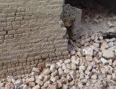 ننشر أول صور لموقع انهيار حائط مبنى على سور مدرسة ابتدائى دون خسائر بسوهاج