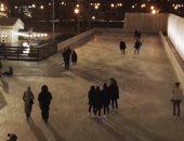 """العالم الرايقة.. منافسات """"التزلج تحت ضوء القمر"""" فى جبال الألب (فيديو)"""