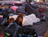 آلاف المهاجرين يفترشون مراكز للإيواء على الحدود المكسيكية الأمريكية