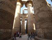 زيارات من كل الجنسيات.. توافد مئات السياح على معبد الكرنك