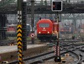 صور.. تضرر 100 ألف راكب بسبب إضراب العاملين بشركة السكة الحديد بالنمسا