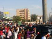 مواطنون يستقبلون موكب بن سلمان بهتافات: مصر والسعودية إيد واحدة