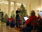 البيت الأبيض يتزين استعداد للاحتفال بالكريسماس