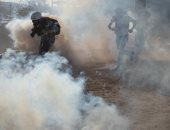 صور.. مهاجرو أمريكا الوسطى يواجهون الغاز المسيل للدموع بعد إغلاق حدود المكسيك