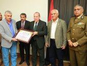 محافظ كفرالشيخ يكرم العاملين بالمعمل المركزى لحصوله على شهادة الجودة الدولية