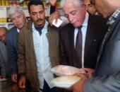 """محافظ جنوب سيناء يتفقد منفذ """"تحيا مصر"""" لبيع السلع بمدينة الطور"""