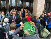 فيديو وصور.. تلاميذ المدارس الأسترالية مضربون أمام البرلمان