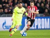 ميسي يسجل أول أهداف برشلونة أمام إيندهوفن فى الدقيقة 61.. فيديو