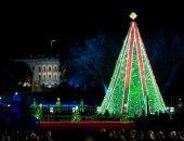 ترامب وزوجته يحتفلان بإضاءة شجرة عيد الميلاد بواشنطن