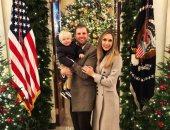 إريك ترامب وزوجته يحتفلان بإضاءة شجرة عيد الميلاد فى واشنطن.. صور