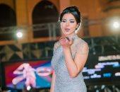 صور.. نسرين أمين تتألق على السجادة الحمراء بختام القاهرة السينمائى