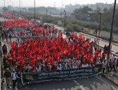 صور.. الآلاف من المزارعين يتظاهرون احتجاجا على ارتفاع تكاليف العمل بالهند