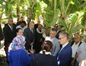 محافظ قنا ونائب الرئيس التنفيذى للايفاد يشهدان تشغيل مشروع تطوير الرى الحقلى