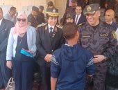طلبة إدرة مصر الجديدة التعليمية يزورون قطاع الأمن المركزى.. صور