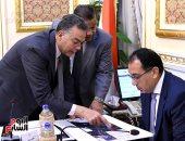 رئيس الوزراء يستعرض الموقف التنفيذى لمشروعات محاور النيل المختلفة