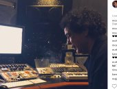 """صورة جديدة لتحضيرات الكينج محمد منير لألبومه الجديد """"وطن"""""""