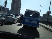 مواطن يرصد سيارة بلوحات معدنية مطموسة  بشارع بور سعيد اتجاه العتبة