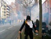 صور.. المتظاهرون الفرنسيون يواصلون إشاعة الفوضى رغم تراجع الحكومة