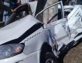 """قارئ يشارك بصور حادث تصادم قطار بـ""""تاكسى"""" على مزلقان بشتيل فى الجيزة"""