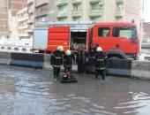 صور.. مدير أمن البحيرة يوجه الحماية المدنية بسرعة مواجهة آثار سقوط الأمطار