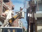 رفع القمامة وإصلاح أعطال المياه وإنارة أعمدة الكهرباء بفاقوس فى الشرقية