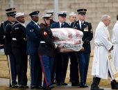 صور.. جثمان الرئيس الأمريكى الأسبق جورج بوش الأب يصل مثواه الأخير