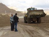 """صور.. فتح طريق """"فيران - كاترين"""" بجنوب سيناء بعد رفع آثار السيول"""