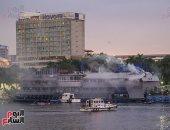 صور.. السيطرة على حريق مركب نيلى قرب كوبرى قصر النيل دون إصابات