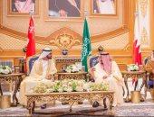 ننشر صور لقاء الملك سلمان والشيخ محمد بن راشد على هامش القمة الخليجية