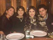 صور.. الراقصة دينا تحتفل بعيد ميلاد والدتها فى جو عائلى