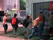 """مشجعو فريق """"ريفر بليت"""" يشتبكون مع الشرطة فى شوارع الأرجنتين"""