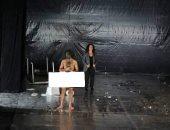 ممثل سورى يظهر عاريا على مسرح أيام قرطاج .. صور