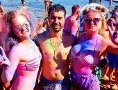 شاهد.. شرم الشيخ تحتفل بمهرجان الألوان بحضور عدد كبير من السائحين