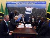 صور.. مصطفى مدبولى ورئيس جمهورية تنزانيا يشهدان توقيع مشروع سد ستيجلر جورج