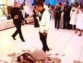 مطرب الراب جاكويس يهدى والدته 100 ألف دولار فى حفل زواجها.. فيديو