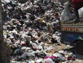 صور.. تراكم القمامة خلف مسجد السيدة زينب ووسط الكتلة السكنية بالقاهرة