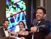 """صور .. حماقى يحول زفاف """"محمد"""" و""""حنين"""" لحفل جماهيري .. ومعجبة """"أنت إزاى كده"""""""