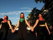 صور.. مظاهرات احتجاجية فى تشيلى تطالب بإنهاء العنف ضد المرأة