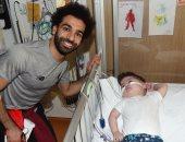 محمد صلاح يحتفل مع أطفال ليفربول بالكريسماس فى المستشفى.. صور