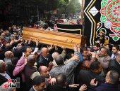 """خروج جثمان الراحل إبراهيم سعدة من """"الأخبار"""" لأداء صلاة الجنازة بعمر مكرم"""