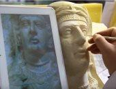 شاهد.. الأيدى الماهرة ترمم ما دمره عناصر داعش فى متحف دمشق