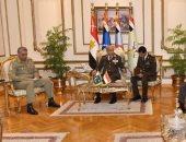 وزير الدفاع والفريق محمد فريد يلتقيان رئيس أركان الجيش الباكستانى