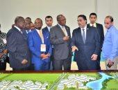 وزير خارجية أنجولا يتفقد جناح بلاده بالمعرض الأفريقى للتجارة البينية
