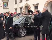 فيديو.. السيسي يصطحب رئيس النمسا ويذهبان لتحية الجالية المصرية بالقصر الرئاسى