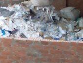 قارئ يشكو من انتشار أكوام القمامة بأحد شوارع منطقة حوض النزهة السلام.. صور